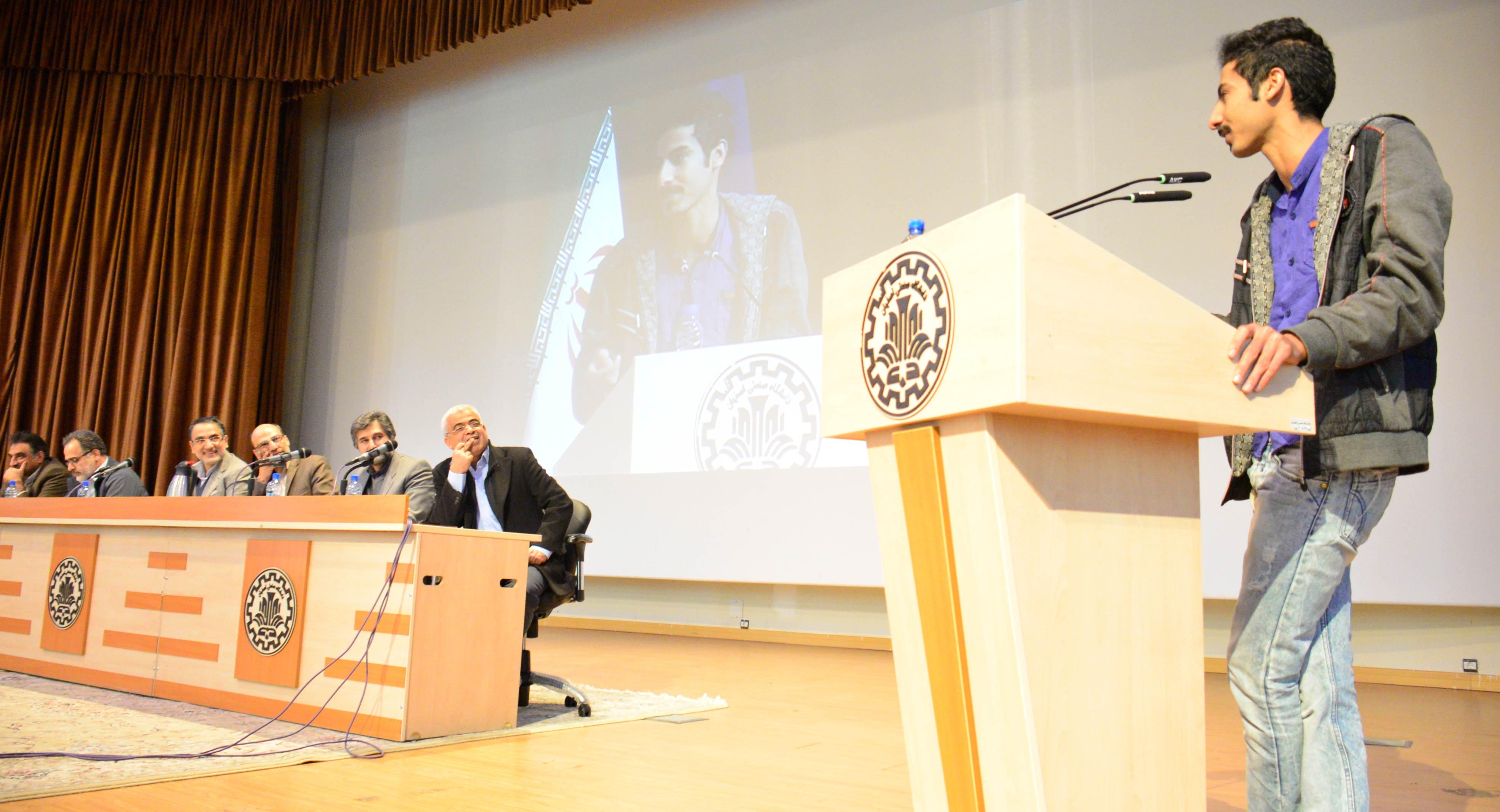 نشست پرسش و پاسخ دانشجویان با اعضای هیأت رئیسه دانشگاه صنعتی اصفهان